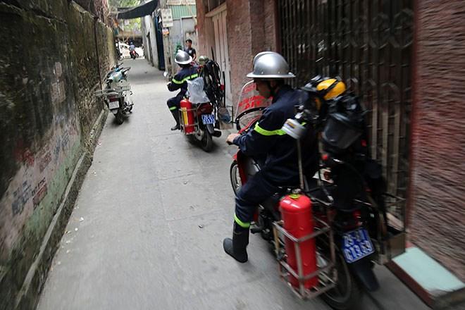 Cận cảnh xe chữa cháy siêu nhỏ lần đầu tiên xuất hiện tại Hà Nội 5