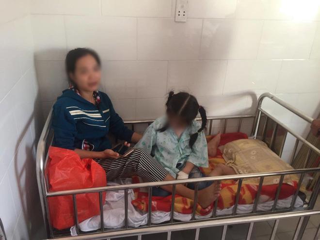 Hàng trăm học sinh tiểu học tại TP.HCM nhập viện nghi do ngộ độc 1