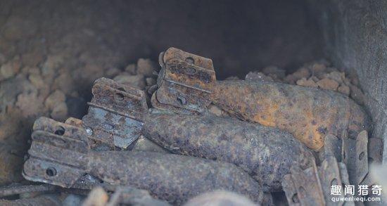 Phát hiện cái hang gần ngôi mộ, khi đào sâu vào trong người đàn ông ngay lập tức báo cảnh sát 2