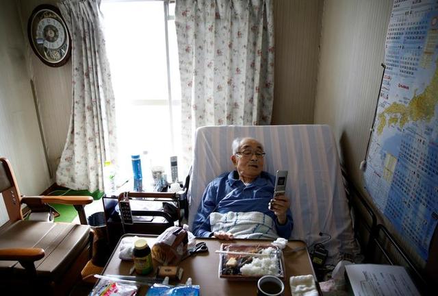Nhiều người già Nhật Bản chọn cách
