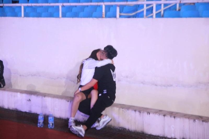 Hình ảnh Sốc với cảnh giới trẻ mặc nội y đi xem ca nhạc tại sân vận động Mỹ Đình số 3