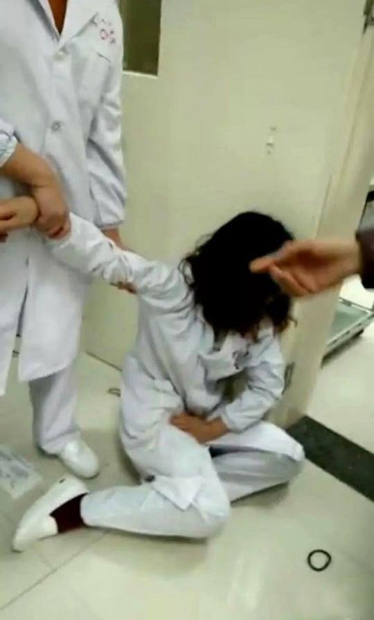 Quản lý đô thị bị đuổi việc vì vợ đánh y tá đang mang thai 1