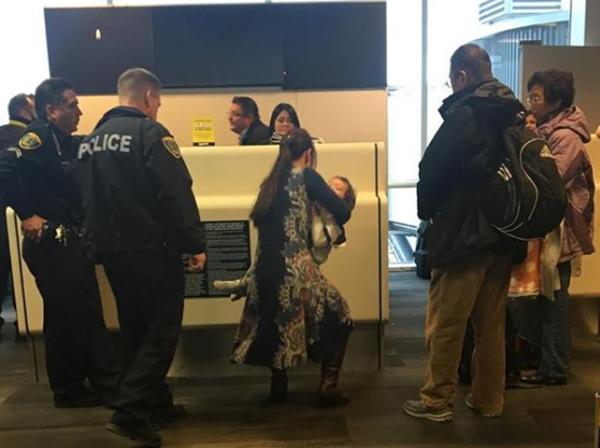 Người phụ nữ bị đuổi khỏi máy bay Mỹ khi cho con bú 2