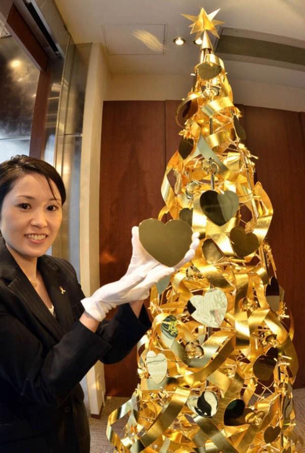 Loạt cây thông bằng vàng ròng