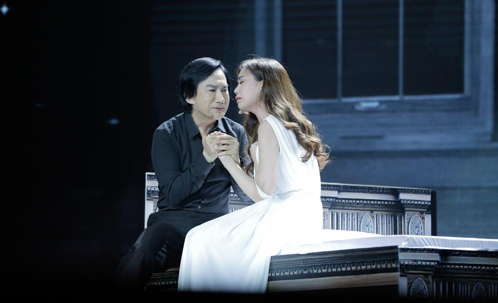 Kim Tử Long tình tứ ôm ấp Giang Hồng Ngọc trên sân khấu 2