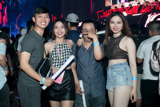 Đi rave show Armin và đây là những cô nàng nóng bỏng nhất! 17