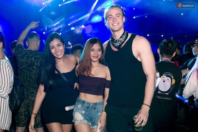 Đi rave show Armin và đây là những cô nàng nóng bỏng nhất! 19