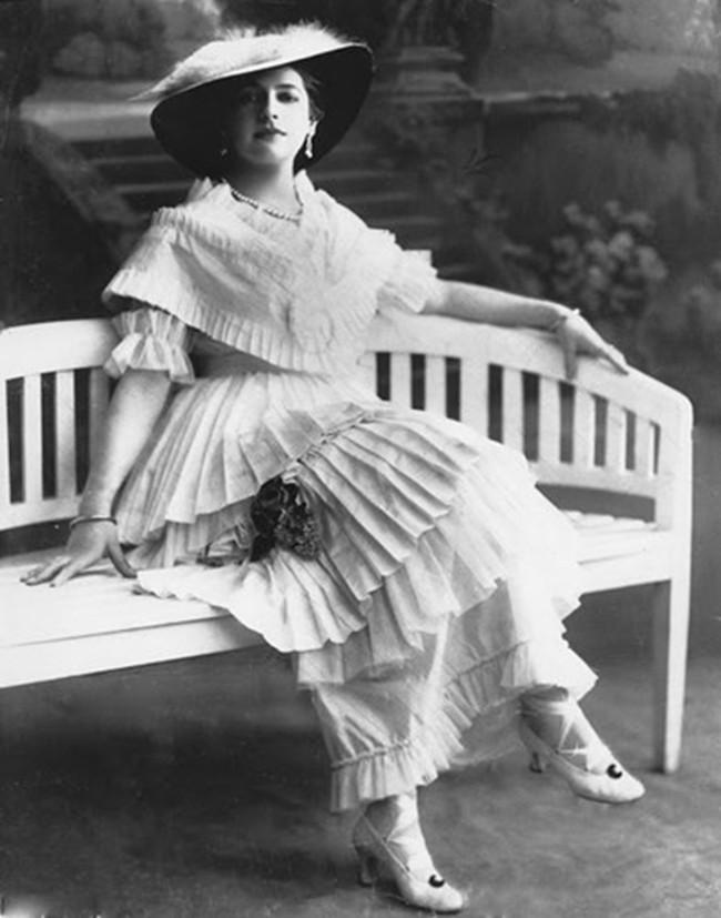 Nữ điệp viên Mata Hari huyền thoại với vũ điệu thoát y khiến hơn 50.000 lính Pháp phải bỏ mạng trong thế chiến 4
