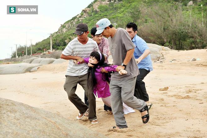 Việt Hương khắp người bầm tím, chân chảy máu vì đóng cảnh bị cưỡng bức 6