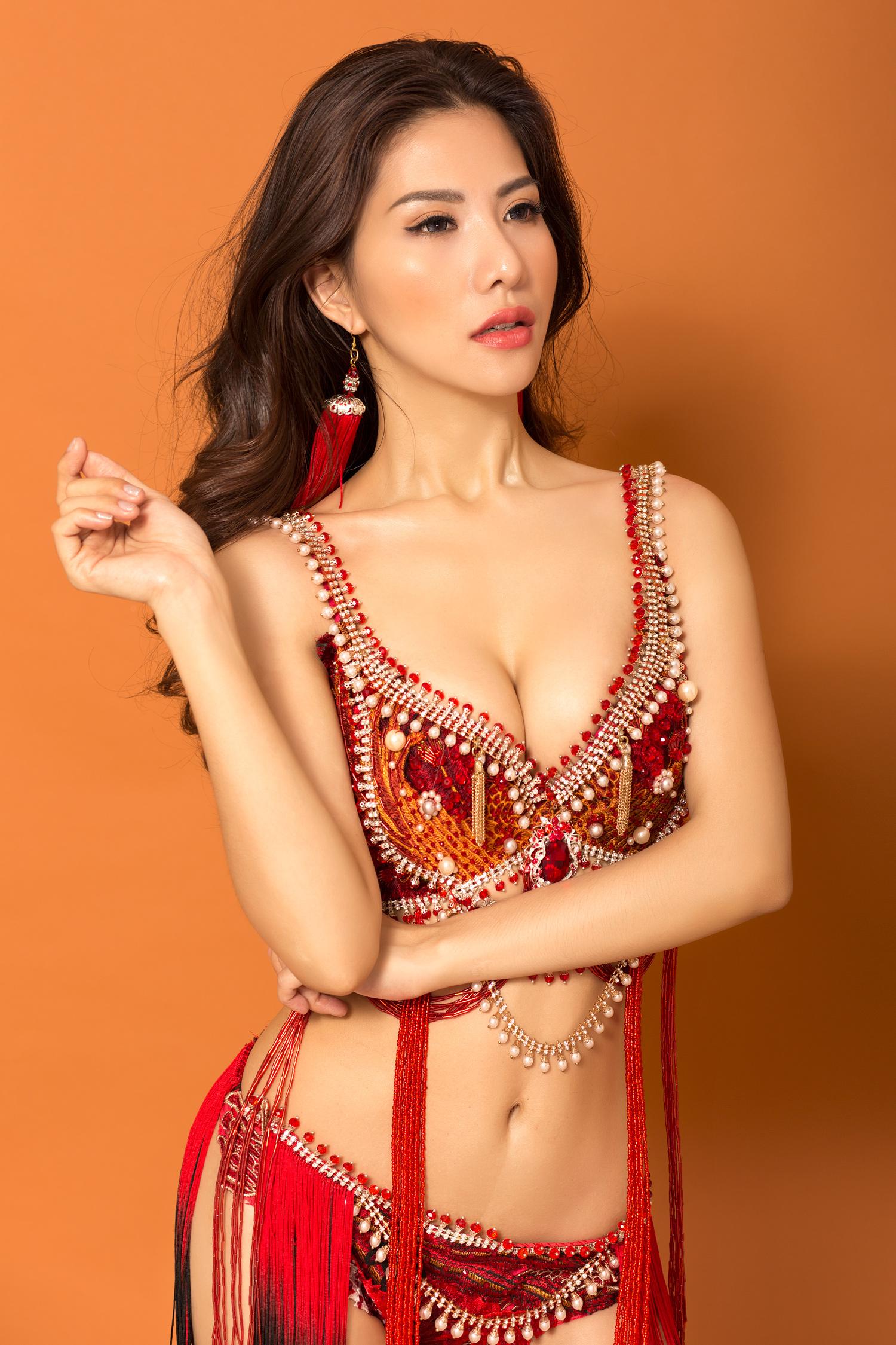 Bộ nội y nặng 25kg thiết kế không khác gì Victoria's Secret của Loan Vương 5