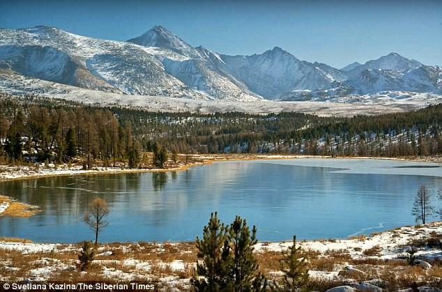 Hồ nước đóng băng ở Siberia phát ra âm thanh đáng sợ, tựa như