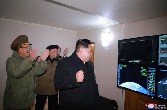 Triều Tiên thử nghiệm nạp virus bệnh than vào tên lửa? 1