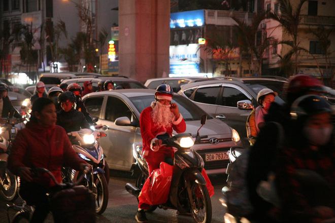 Giáng sinh 2017: Nhà thờ lớn Hà Nội chật cứng người, nhiều nơi tắc nghẽn 5
