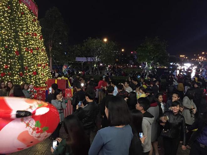 Giáng sinh 2017: Nhà thờ lớn Hà Nội chật cứng người, nhiều nơi tắc nghẽn 27