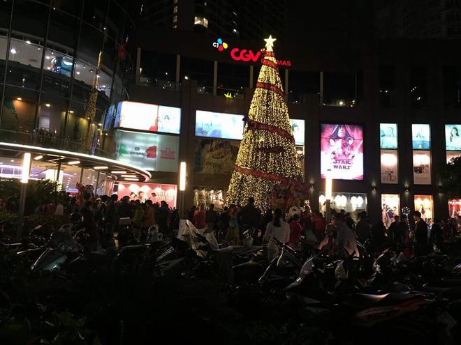 Giáng sinh 2017: Nhà thờ lớn Hà Nội chật cứng người, nhiều nơi tắc nghẽn 28
