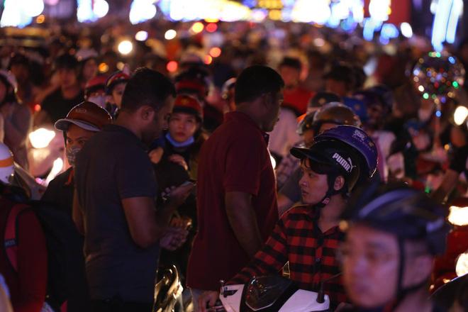 Giáng sinh 2017: Nhà thờ lớn Hà Nội chật cứng người, nhiều nơi tắc nghẽn 37