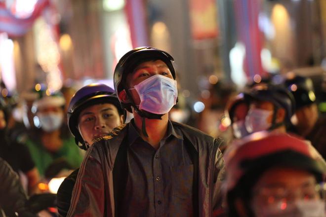 Giáng sinh 2017: Nhà thờ lớn Hà Nội chật cứng người, nhiều nơi tắc nghẽn 35