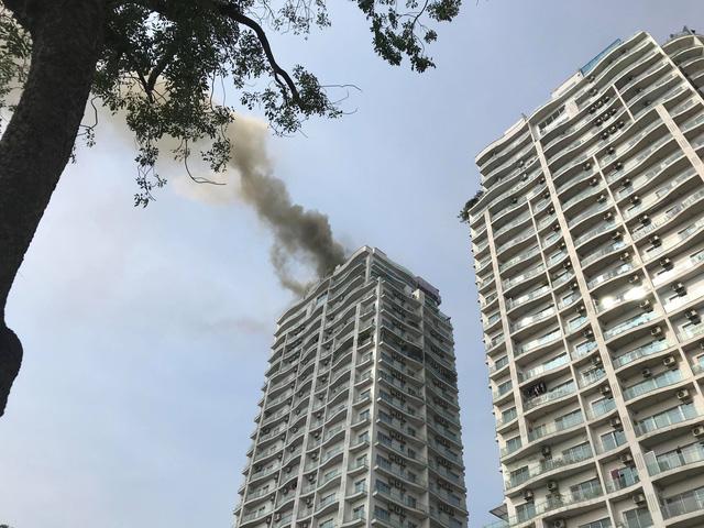 Hà Nội: Đang cháy lớn tại chung cư trên đường Hoàng Hoa Thám 1