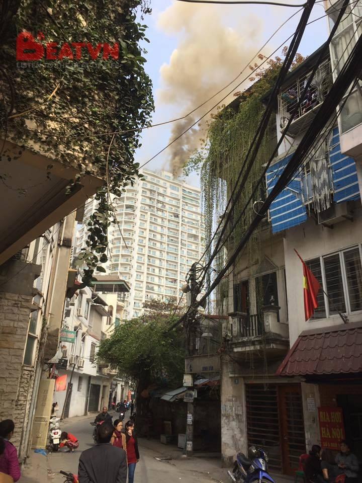 Hà Nội: Đang cháy lớn tại chung cư trên đường Hoàng Hoa Thám 4
