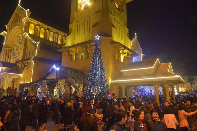 Giáng sinh 2017: Nhà thờ lớn Hà Nội chật cứng người, nhiều nơi tắc nghẽn 19