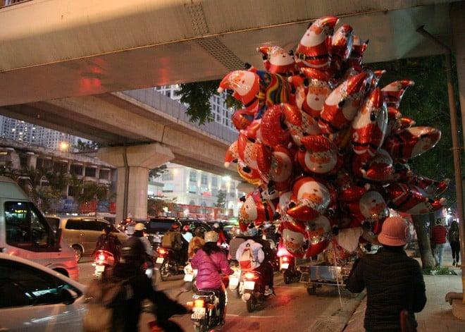Giáng sinh 2017: Nhà thờ lớn Hà Nội chật cứng người, nhiều nơi tắc nghẽn 1