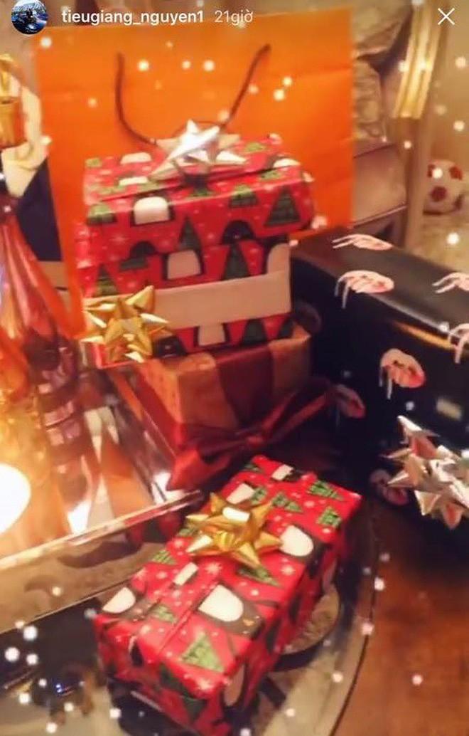 3 tiểu thư Hội con nhà giàu Việt: Người đón Noel ở biệt thự dát vàng, người sắm cả