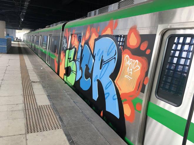 Tàu đường sắt trên cao Cát Linh - Hà Đông bị vẽ sơn trong đêm 1
