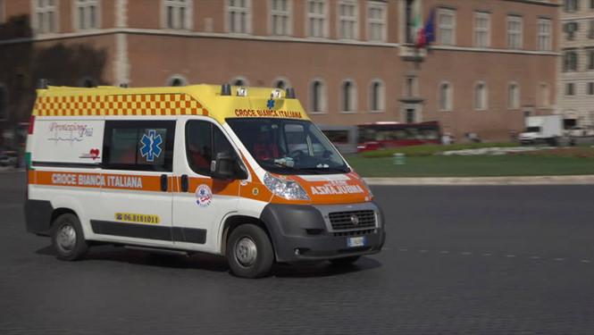 Nhân viên y tế giết bệnh nhân trên xe cấp cứu để nhận tiền