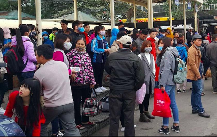 Hà Nội: Bến xe quá tải do người dân về quê nghỉ Tết Dương lịch 1
