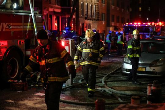 Cháy tòa nhà ở Mỹ và Ấn Độ, 26 người chết 1
