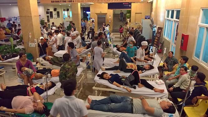 Gần 100 công nhân nhập viện nghi bị ngộ độc thực phẩm 1