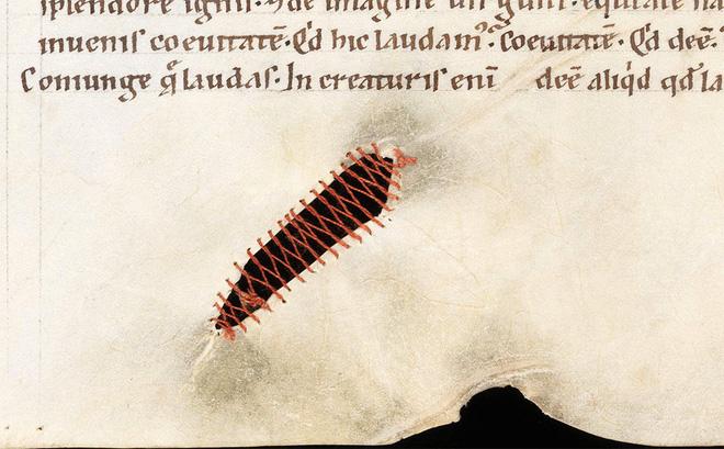 Nghệ thuật vá sách thời Trung Cổ: Sự sáng tạo tuyệt vời ai nhìn cũng phải trầm trồ 1
