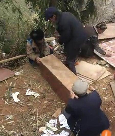 Bốn bé trai một nhà qua đời vì đốt lửa sưởi ấm 2