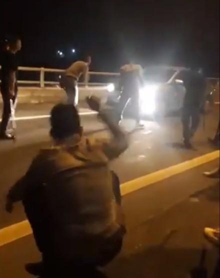 Nhóm chặn xe xin tiền ở cao tốc