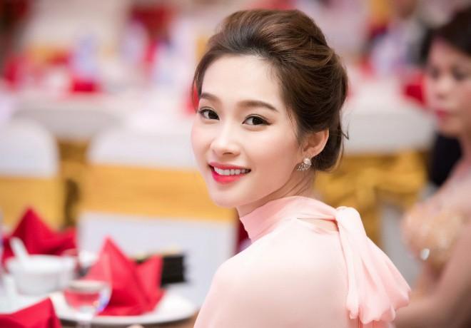 """Ngắm không gian sống của 3 hoa hậu """"ồn ào"""" nhất showbiz Việt năm 2017 12"""