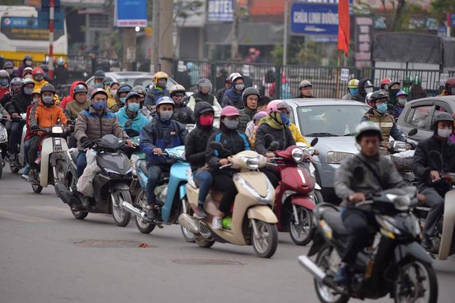 Người dân ùn ùn về lại Hà Nội sau kỳ nghỉ tết, cửa ngõ phía nam bắt đầu đông đúc 7
