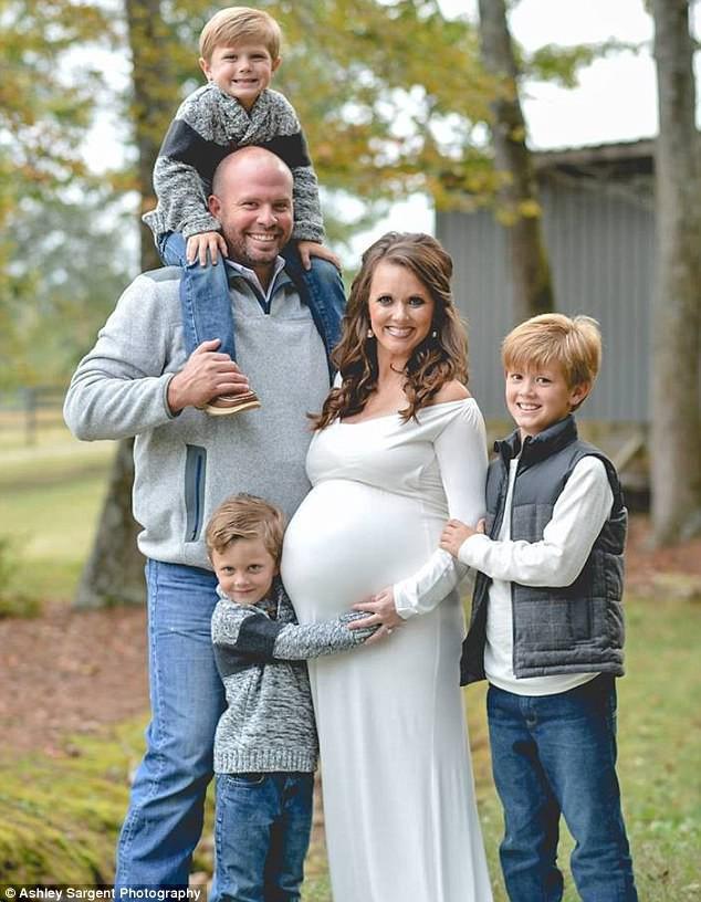 Có 3 con rồi nhưng vẫn cố đẻ đứa thứ 4, bà mẹ choáng váng khi nhìn vào màn hình siêu âm 1