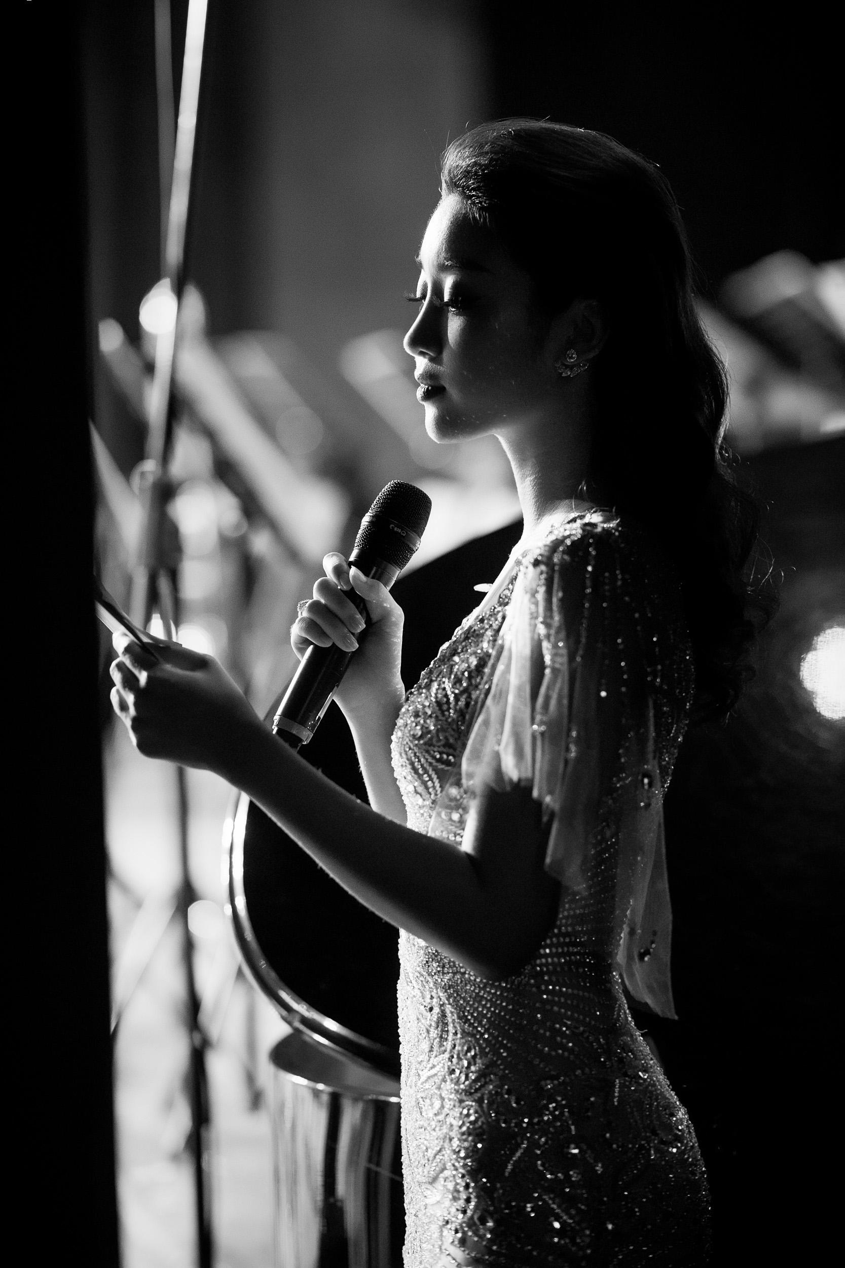 Mở màn 2018, Hoa hậu Mỹ Linh xuất hiện rạng ngời với vai trò MC 3