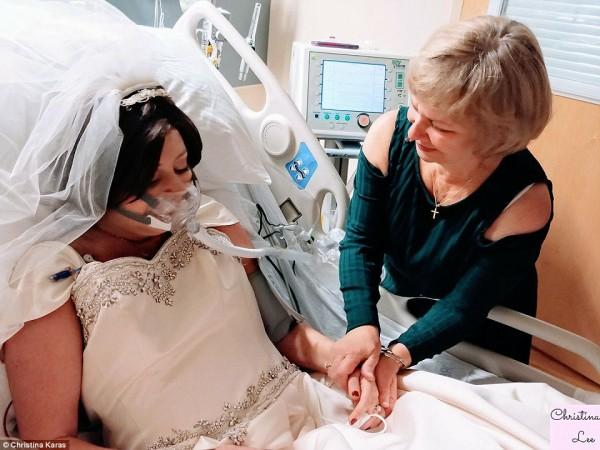 Lễ cưới đẫm nước mắt của cô gái bị ung thư 18 tiếng trước khi qua đời 4