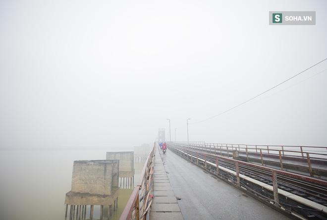 Hà Nội mờ ảo trong sương mù dày đặc 1