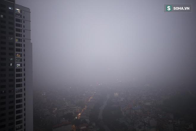 Hà Nội mờ ảo trong sương mù dày đặc 11