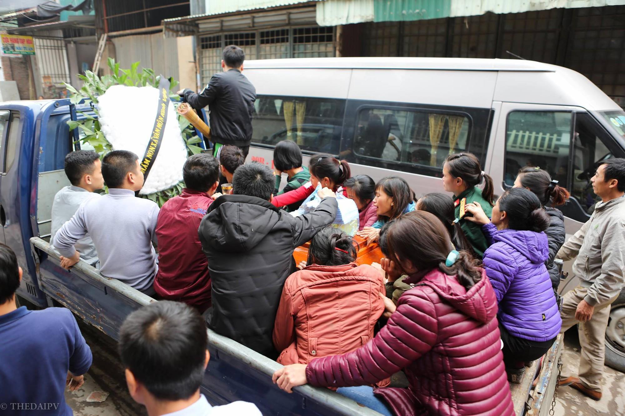 Người thân đau đớn tiễn đưa bé 2 tuổi tử vong trong vụ nổ ở Bắc Ninh 3