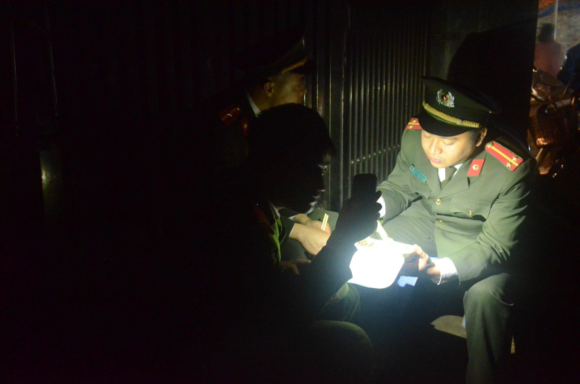 Vụ nổ lớn ở Bắc Ninh: Hàng trăm chiến sỹ công binh cầm đèn pin mót tìm đầu đạn trong đống đổ nát 6