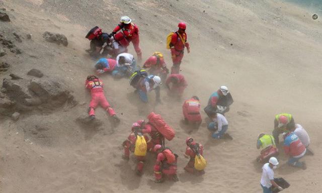 Kinh hoàng hiện trường xe khách bị nuốt chửng dưới vực, 36 người chết 5
