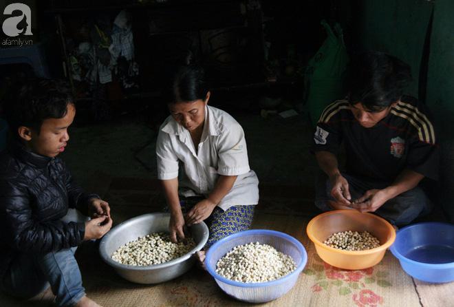 Cả gia đình chỉ cao 80cm, mỗi ngày chỉ dám ăn 2 bữa cơm trắng,