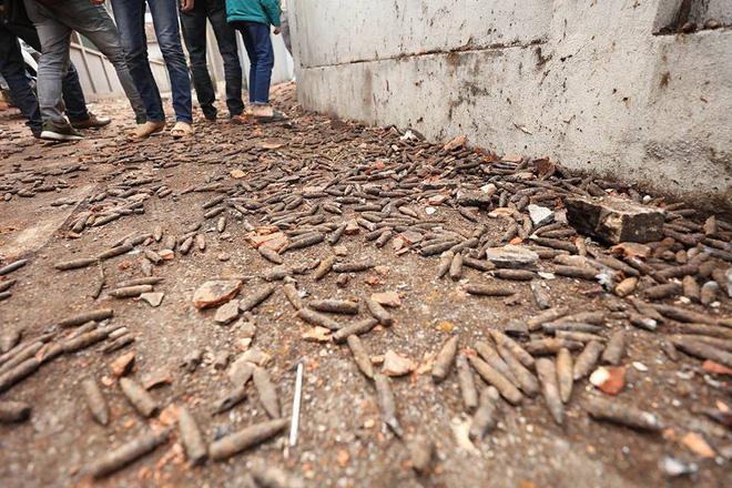 Vụ nổ ở Bắc Ninh: Đạn phủ kín đường làng, đã thu gom được 500kg đầu đạn 13