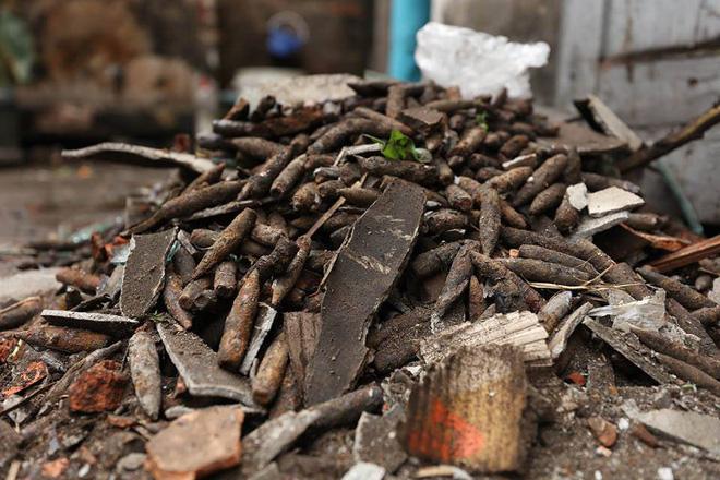 Vụ nổ ở Bắc Ninh: Đạn phủ kín đường làng, đã thu gom được 500kg đầu đạn 19