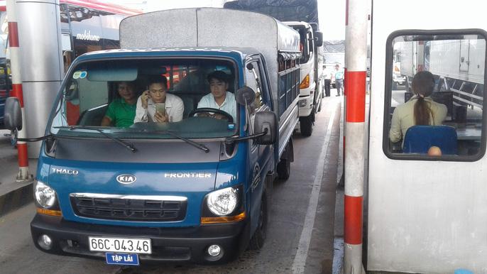 BOT Cần Thơ – Phụng Hiệp kẹt xe kéo dài 3 km, giao thông tê liệt 1