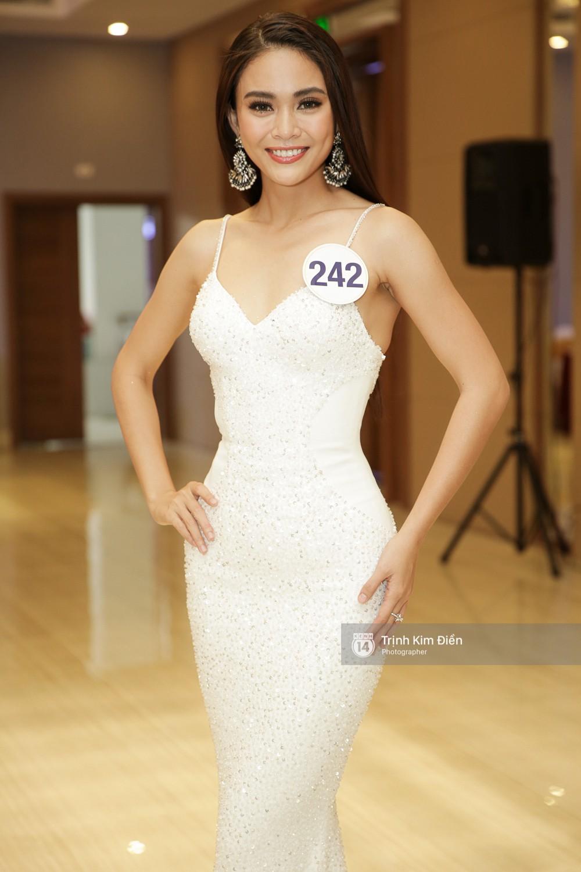 Bị đối thủ giẫm lên váy, tỏ thái độ tại Hoa hậu Hoàn vũ, đây là cách xử lý 'cao tay' của Mâu Thủy? 5