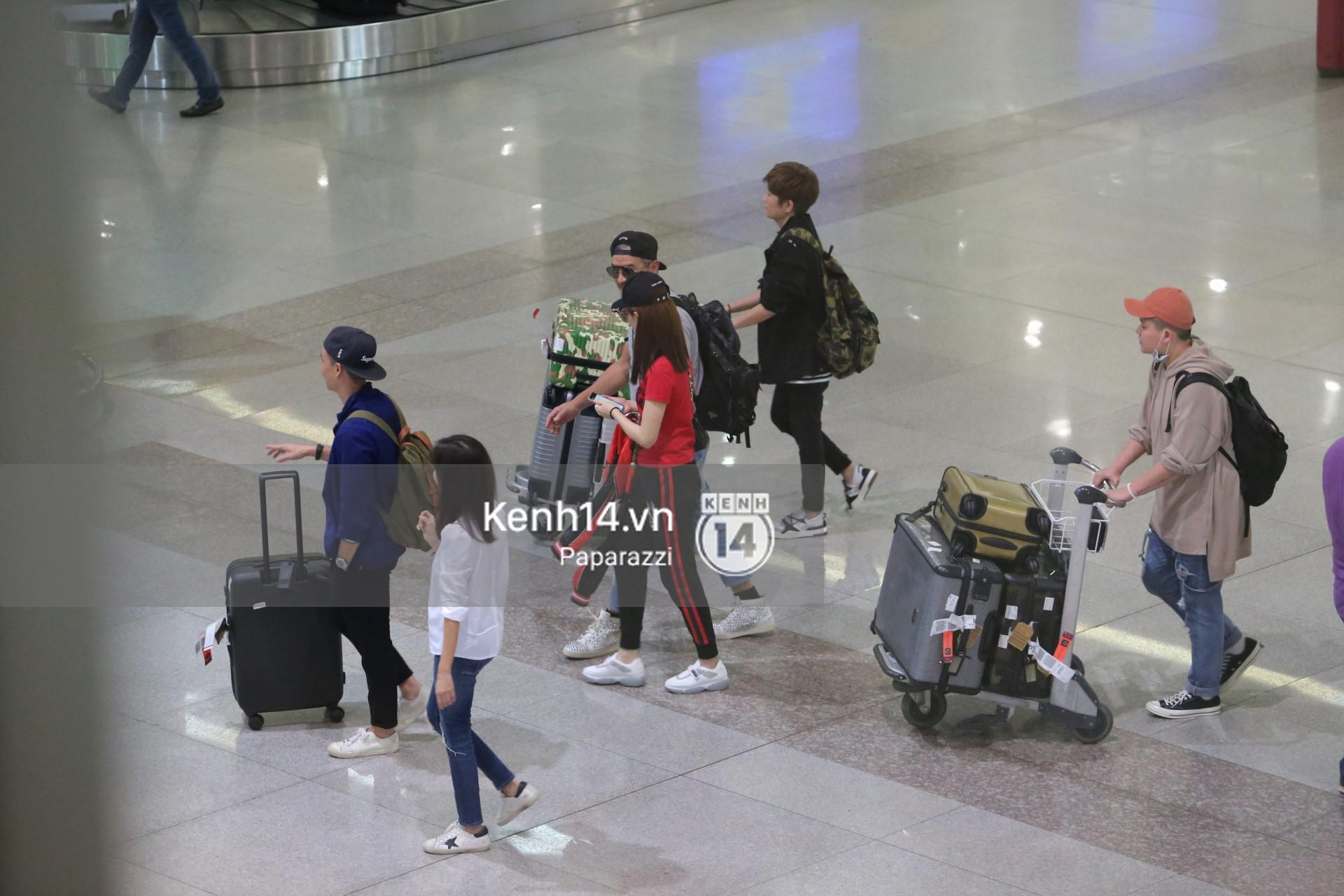 Vợ chồng Phạm Văn Phương - Lý Minh Thuận tay trong tay xuất hiện tại sân bay Tân Sơn Nhất 3